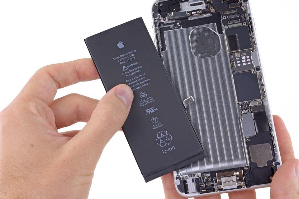 Rumor: Apple pode anunciar troca grátis de iPhones 6 por defeito em bateria - http://anoticiadodia.com/rumor-apple-pode-anunciar-troca-gratis-de-iphones-6-por-defeito-em-bateria/