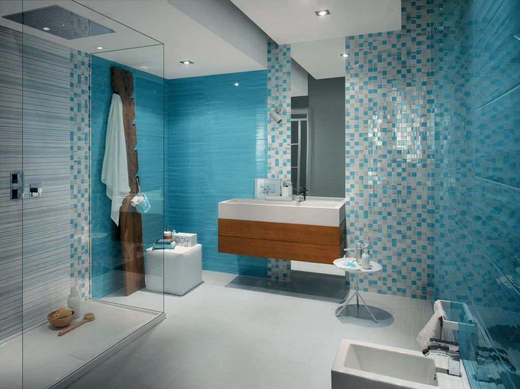 Wand Streichen In Farbpalette Der Wandfarbe Blau Kleines Bad Dekorieren Badezimmer Design Minimalistisches Badezimmer