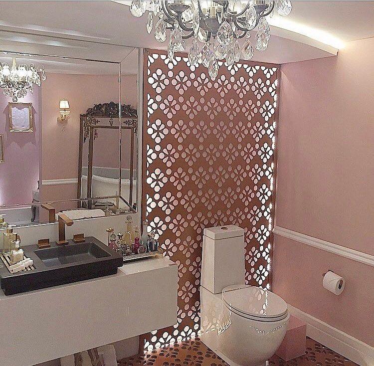 Inspiração !!!!! Banheiro de menina , com esta iluminação linda e acessórios contemporânea trazendo muito charme e delicadeza .....#decor#decoracao#inspiracao#projeto#interiores#luxo#arquitetura#arquiteturadeinteriores#estilos#designdeinteriores#detais#construcao#archdecor#instahome#luxury#decoredesign#instahome#decorando#decorlovers#homedesign#detalhes#archlovers#instdesign#decoreseulardesign