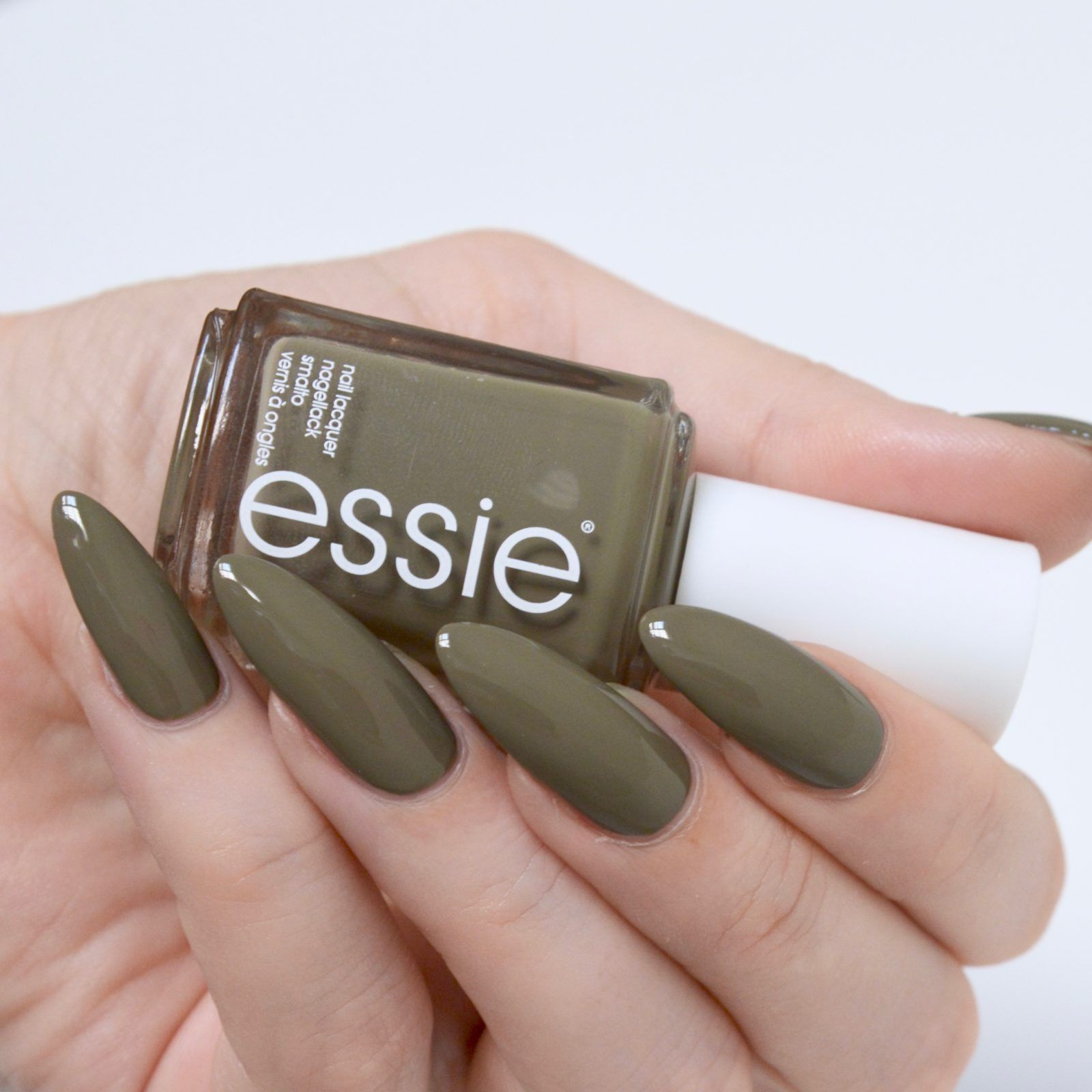 Essie Wild Nudes Collection | Oscuro y Color