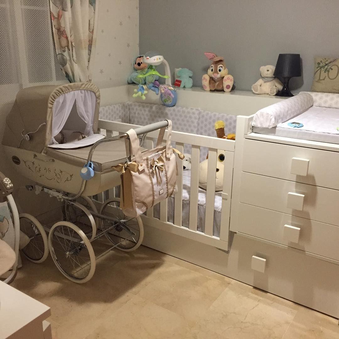 Que bonita habitaci n de beb con la cuna convertible de alondra a juego con los textiles en - Habitaciones cuna convertible en cama ...