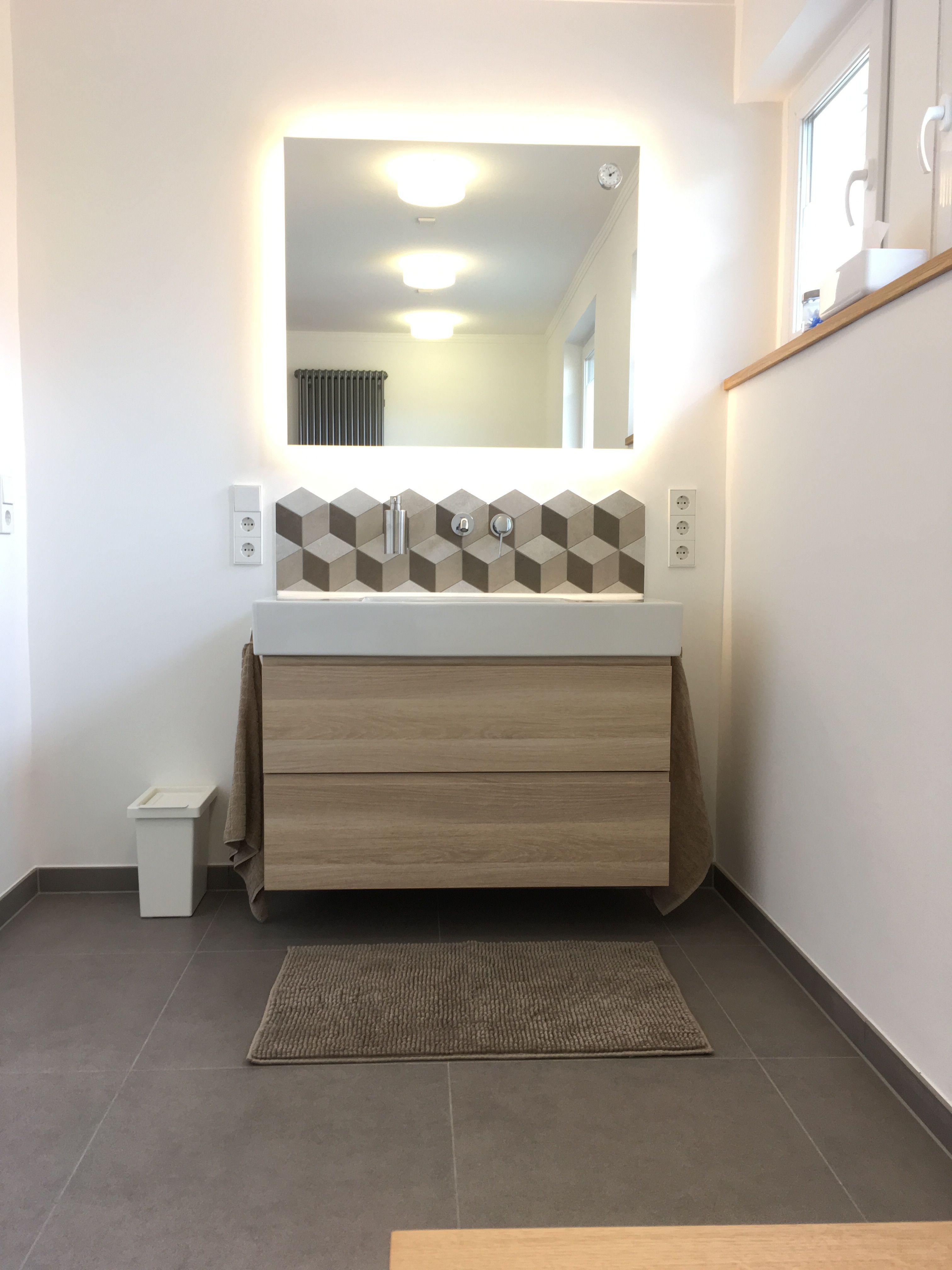 Waschbecken Duravit Vero Mit Ikea Unterschrank Fliesen Grau Geometrisch Eiche Mit Bildern Badezimmer Eiche Ikea Bad Badezimmerideen