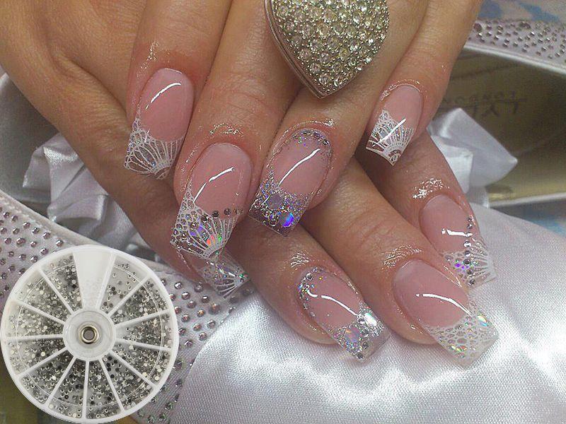 Glasnagel met wit, zilver en kristallen. http://www.metoenailsforyou ...