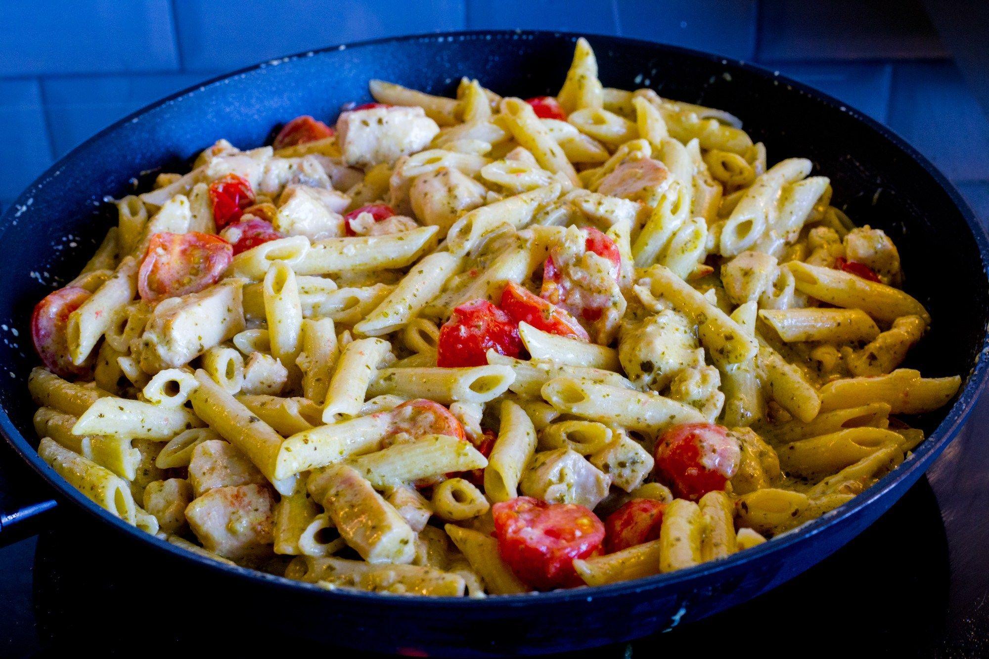 Pasta Pesto Med Kyckling Pesto Matratt Kyckling