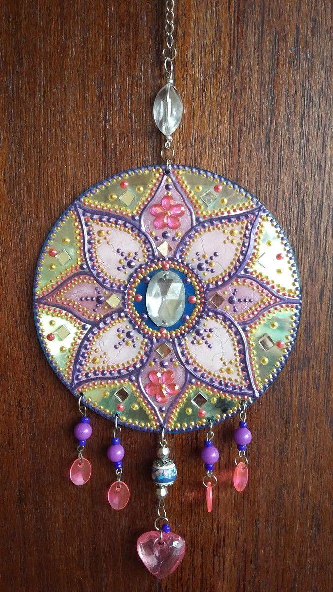 Mandala em CD Pintura com técnica mista, relevos e etc... Decore seu cantinho com essa linda mandala.