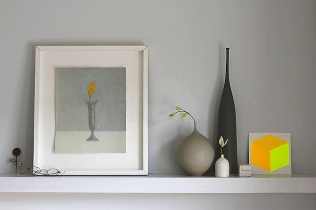 COLOUR RANGE: greys and yellow.