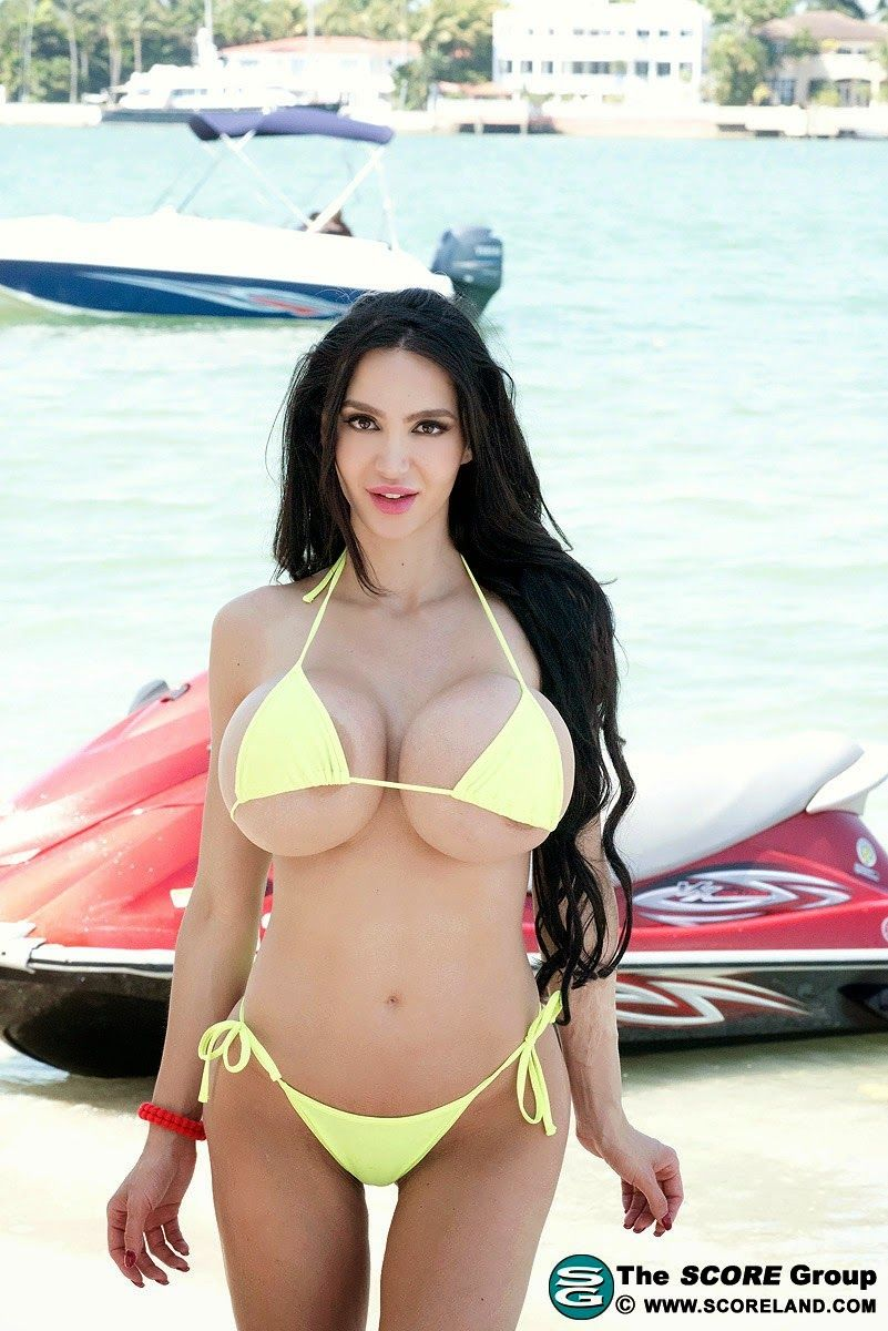 "ramblings of a semi-mad man: amy anderssen is to big for one of ""our"