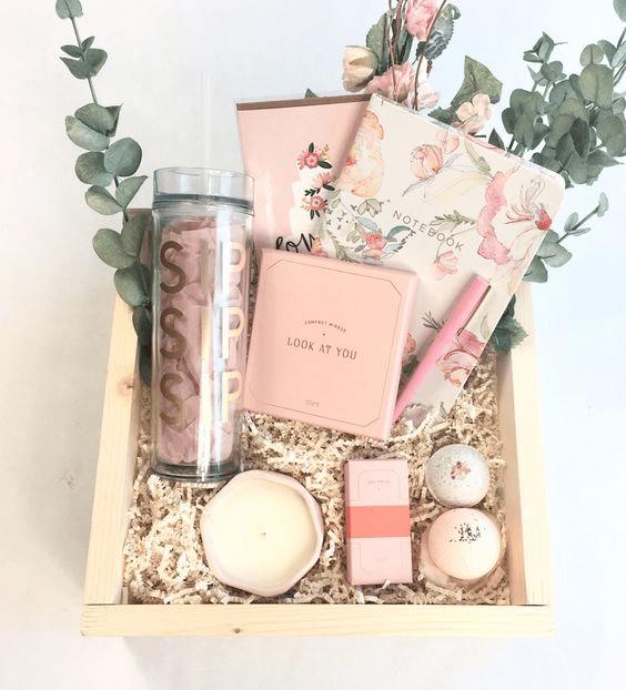 أفكار هدايا للبنات غير تقليدية تناسب ذوقك وميزانيتك وتميزك عن الآخرين مدونة دعاء Wedding Gifts For Guests Gift Box Design Diy Gifts For Mom