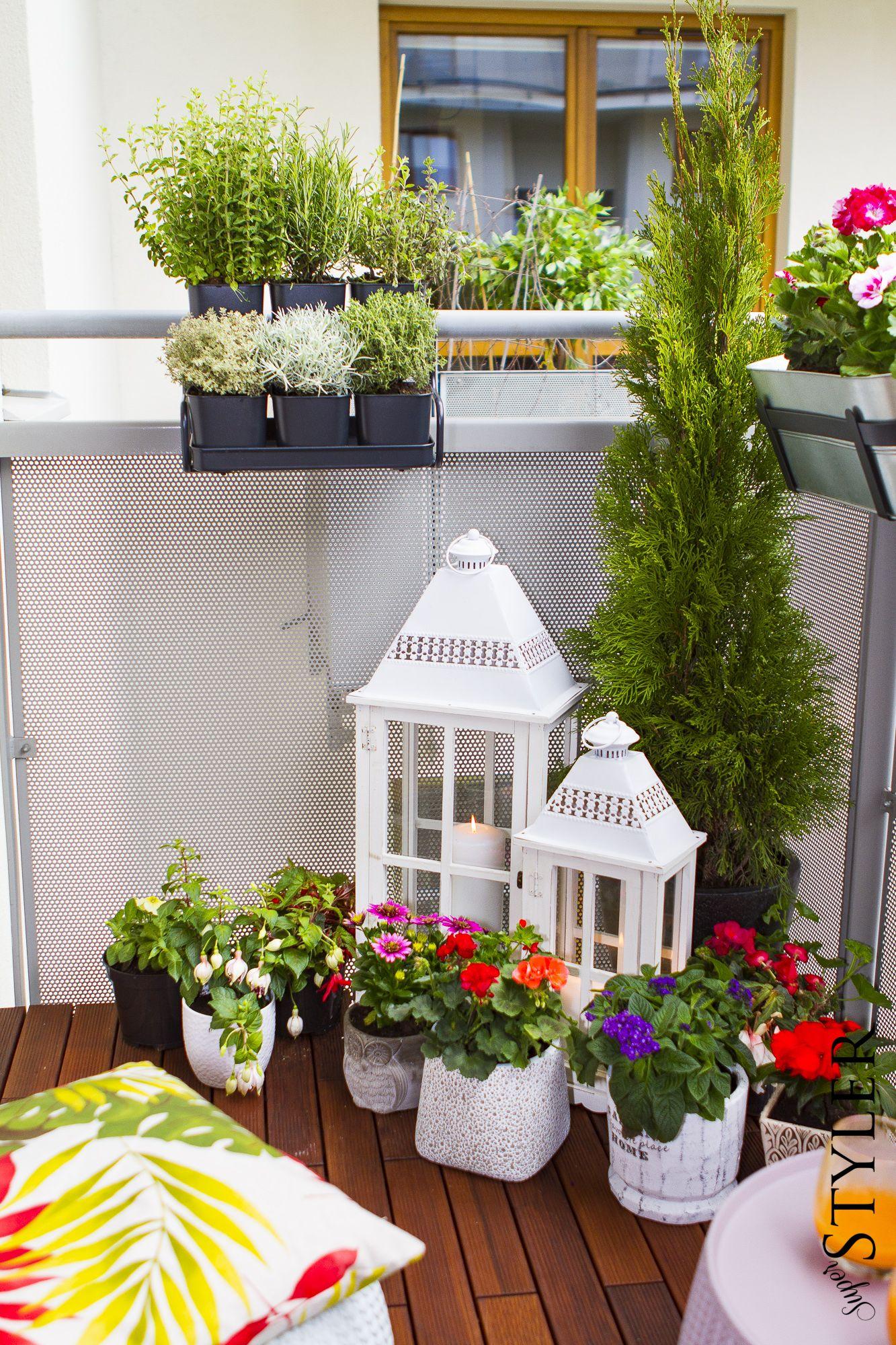 Metamorfoza Balkonu Kwiaty Na Balkon Doniczki Na Balkon Balcony Decor Apartment Balcony Decorating House Plants Decor