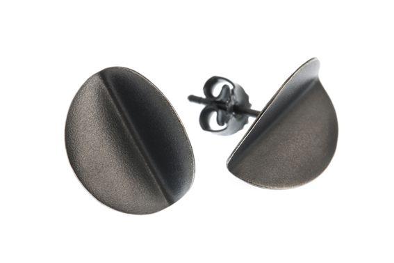 Blouberg folded earrings by @kajagjedebodesign www.kgd.no  #Bliyberg #papers&scissors  #everydayearrings #contemporaryjewelry #modern  #norskdesign #norwegiandesign #scandinaviandesign #origami #lovejapan #silver #jewelry #earrings #bølerbling #kajagjedebodesign #kgd #gold #ethicaldesign #slowfashion #slowshopping #wedding #gift #girls #girlboss #femaleboss