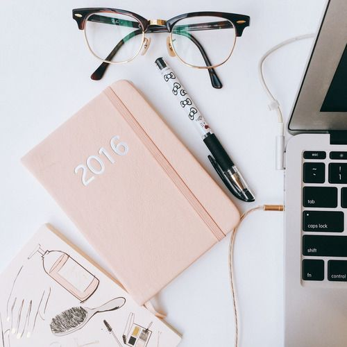 Imagen de 2016, pink, and glasses