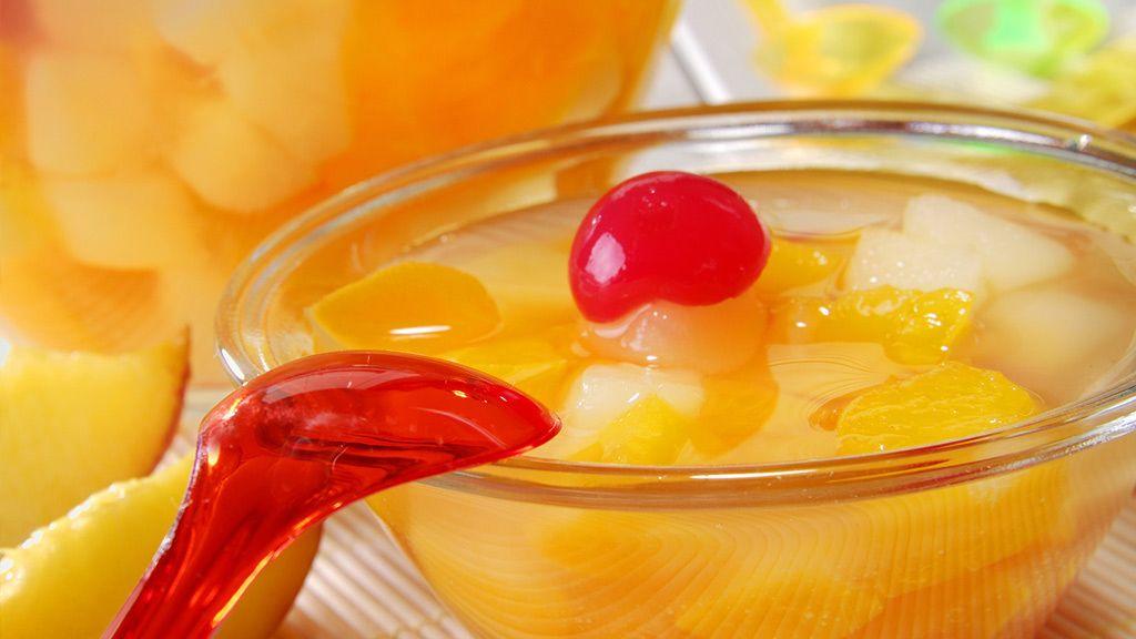 Fruchtcocktail-Nichts geht über frische, selbstgepflückte Erdbeeren. Auch ein leckerer Pfirsich lässt sich am besten pur genießen. Doch was tun, wenn wir im tiefsten Winter plötzlich Lust auf Erdbeeren bekommen? Oder wenn in einem Rezept gezielt auf die Verwendung von Dosenpfirsichen verwiesen wird? Es gibt genügend Situationen, in denen wir auch mal zur Instant-Alternative greifen müssen. Sind eingelegte Mandarinen, Birnen, getrockneten Apfelringe oder schockgefrostete Himbeeren eigentlich…