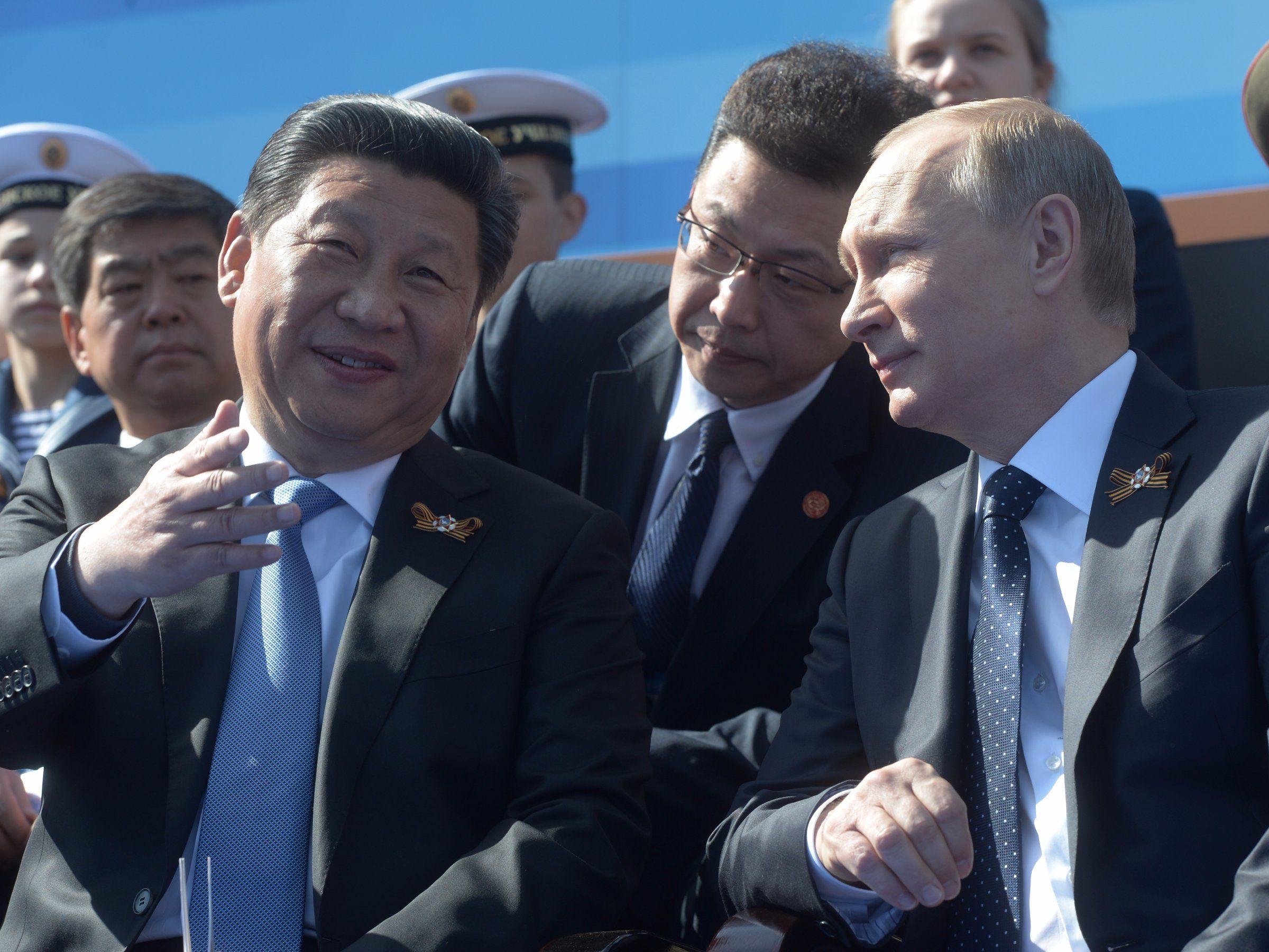 Ông Donald Trump giúp Nga  Trung từ xa cách thành thân thiết