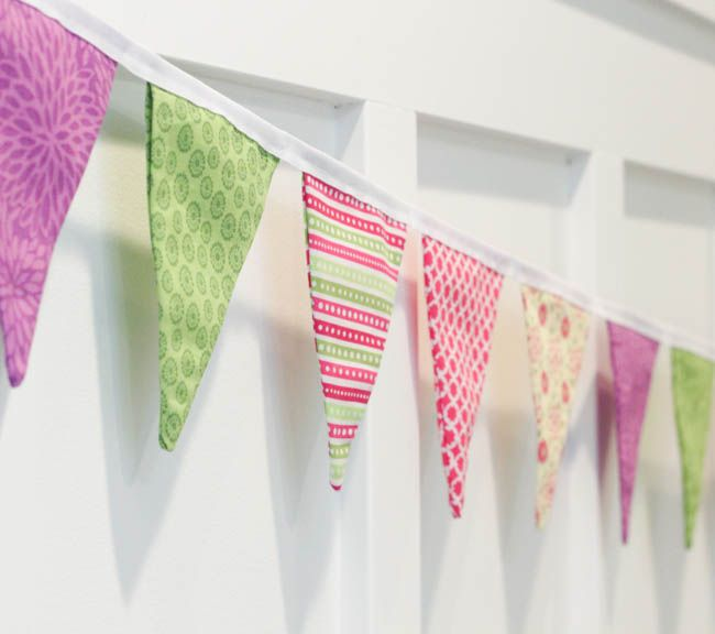 how to sew a simple double sided diy pennant banner. Black Bedroom Furniture Sets. Home Design Ideas