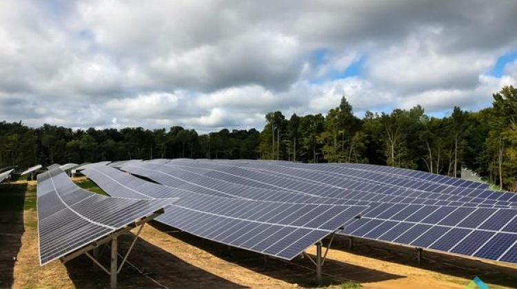 Forefront Power Builds 27mw Community Solar Project Solar Projects Solar Roof Solar Panel