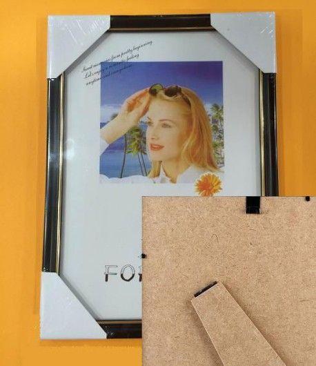 Κορνίζα Τζάμι με Πλαίσιο 21×29,7cm Κορνίζα τζάμι με πλαίσιο 21×29,7 cm σε καφέ χρώμα με λεπτομέρεια σε χρυσό, θα «φιλοξενήσει» τη φωτογραφία σας και θα την προστατεύσει από σκόνες και φθορές. http://officeworld.gr/shop/%CE%BA%CE%BF%CF%81%CE%BD%CE%AF%CE%B6%CE%B1-%CF%84%CE%B6%CE%AC%CE%BC%CE%B9-%CE%BC%CE%B5-%CF%80%CE%BB%CE%B1%CE%AF%CF%83%CE%B9%CE%BF-21x297cm/