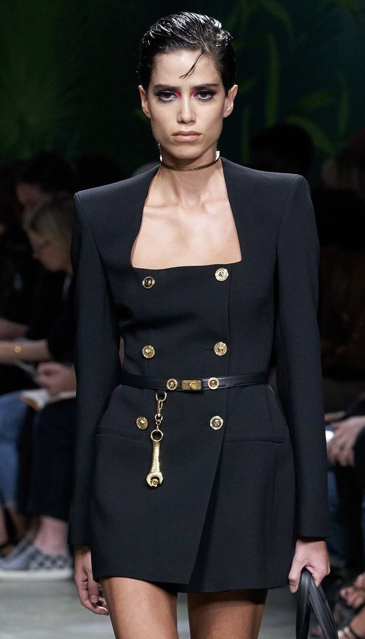 Versace Spring 2020 Ready To Wear Look 3 Up Close Detail