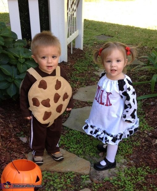 20 Totally Cute Twin Halloween Costumes #halloweencostumesforinfants This post has the best list of twin Halloween costumes. You'll get so many ideas for infants, babies, toddlers, boys, girls, and boy girl twins. They are funny, unique, simple, and cute. These twins are dressed up as cookies and milk. #twins #halloweencostumes