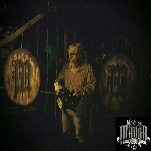 The Scarecrow came out to play last night. www.moxleymanor.com #halloween #hauntedhouse #moxleymanor #dallas #dfw #ftworth #texas #scarecrow #chainsaw