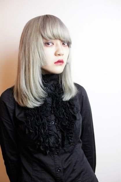 ミディアムストレートモード ドールヘアーのヘアスタイル ファッションアイデア ヘアスタイル 髪型