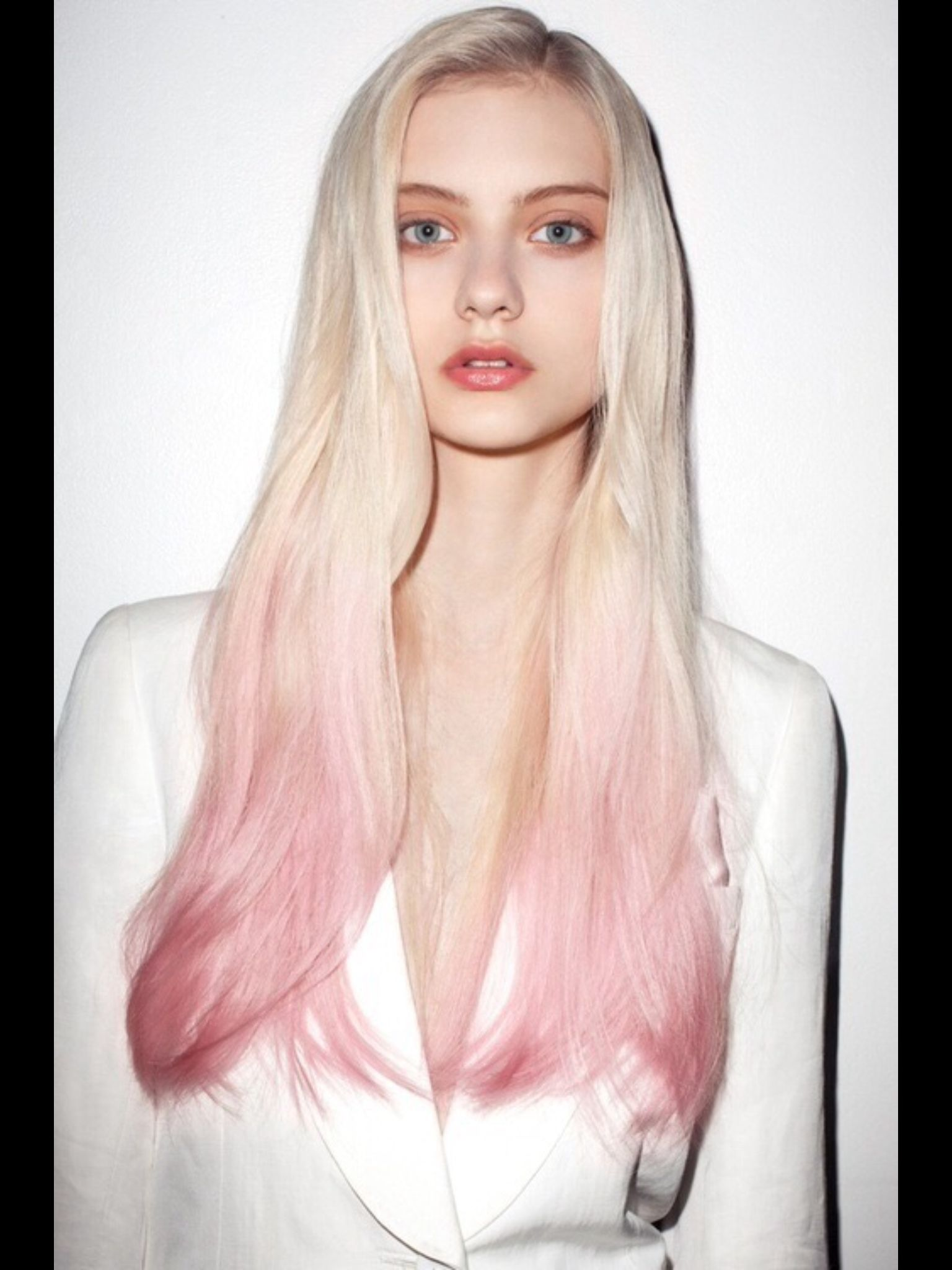 Pastel Pink Tips With Platinum Blonde Hair Color Pink Balayage Hair Trendy Hair Color