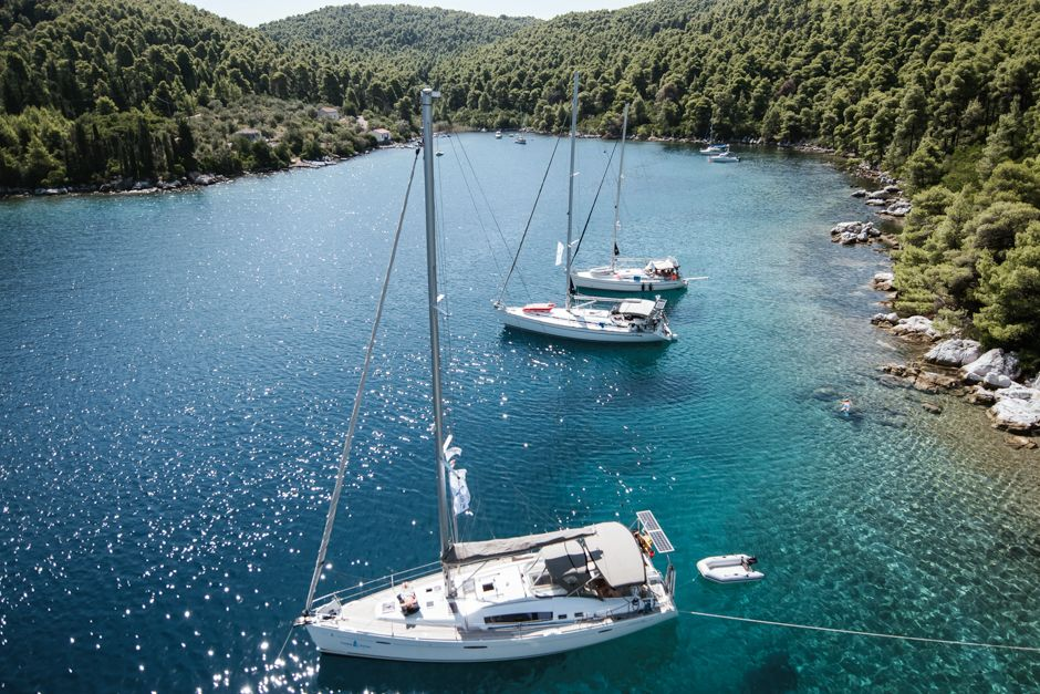Family vacation rental family sailing the jeanneau su