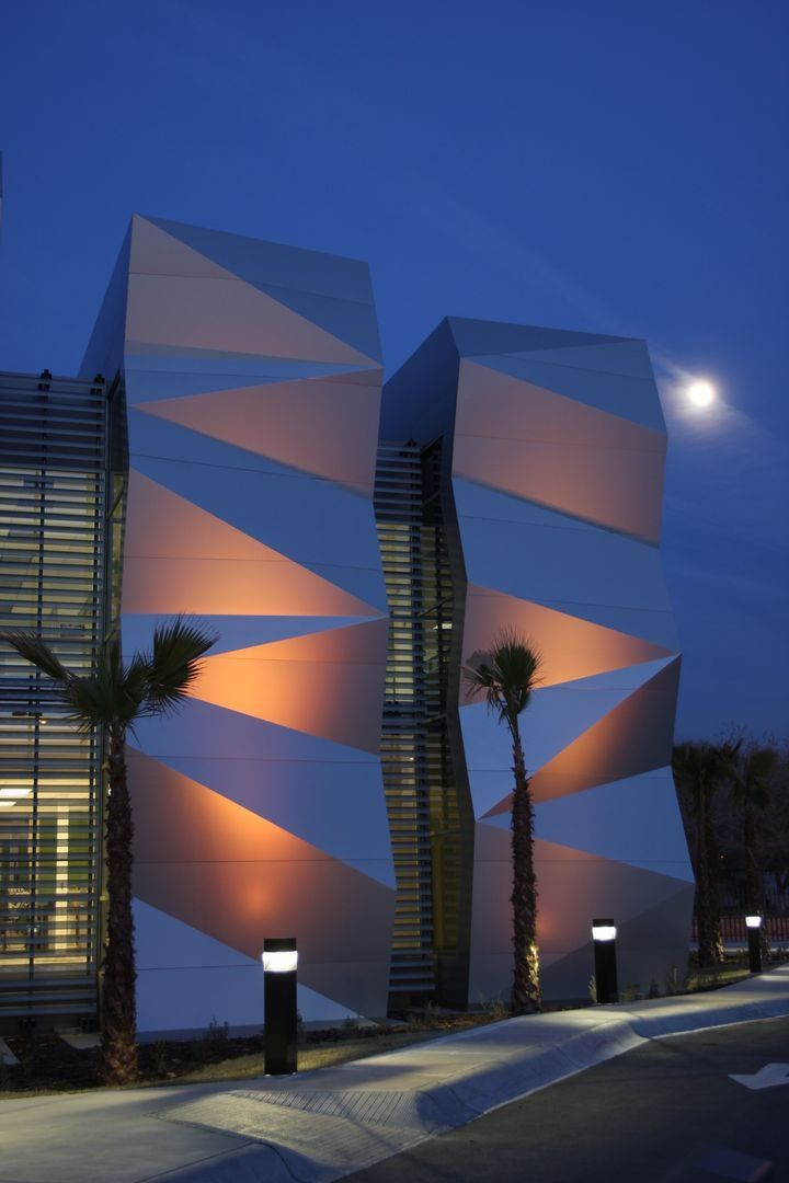 35 cool building facades featuring unconventional design strategies - Cool Architecture Office Buildings