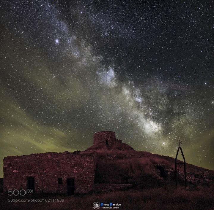 Atmospheric turbulence  scatto eseguito con primo piano a lunga esposizione 640 sec  cielo con tecnica della media con 15 scatti  elevata foschia che rifletteva la luce dei paesi in lontananza creando dominati esagerate  Image credit: http://ift.tt/29sxByq Visit http://ift.tt/1qPHad3 and read how to see the #MilkyWay  #Galaxy #Stars #Nightscape #Astrophotography