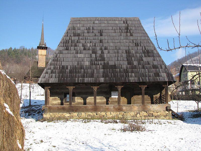 http://www.daciccool.ro/images/stories/Dacicool/Romania_Mea/Articole/Maramures_leaganul_lemnului_vesnic_tanar/Casa%20traditionala%20din%20Maramures.jpg