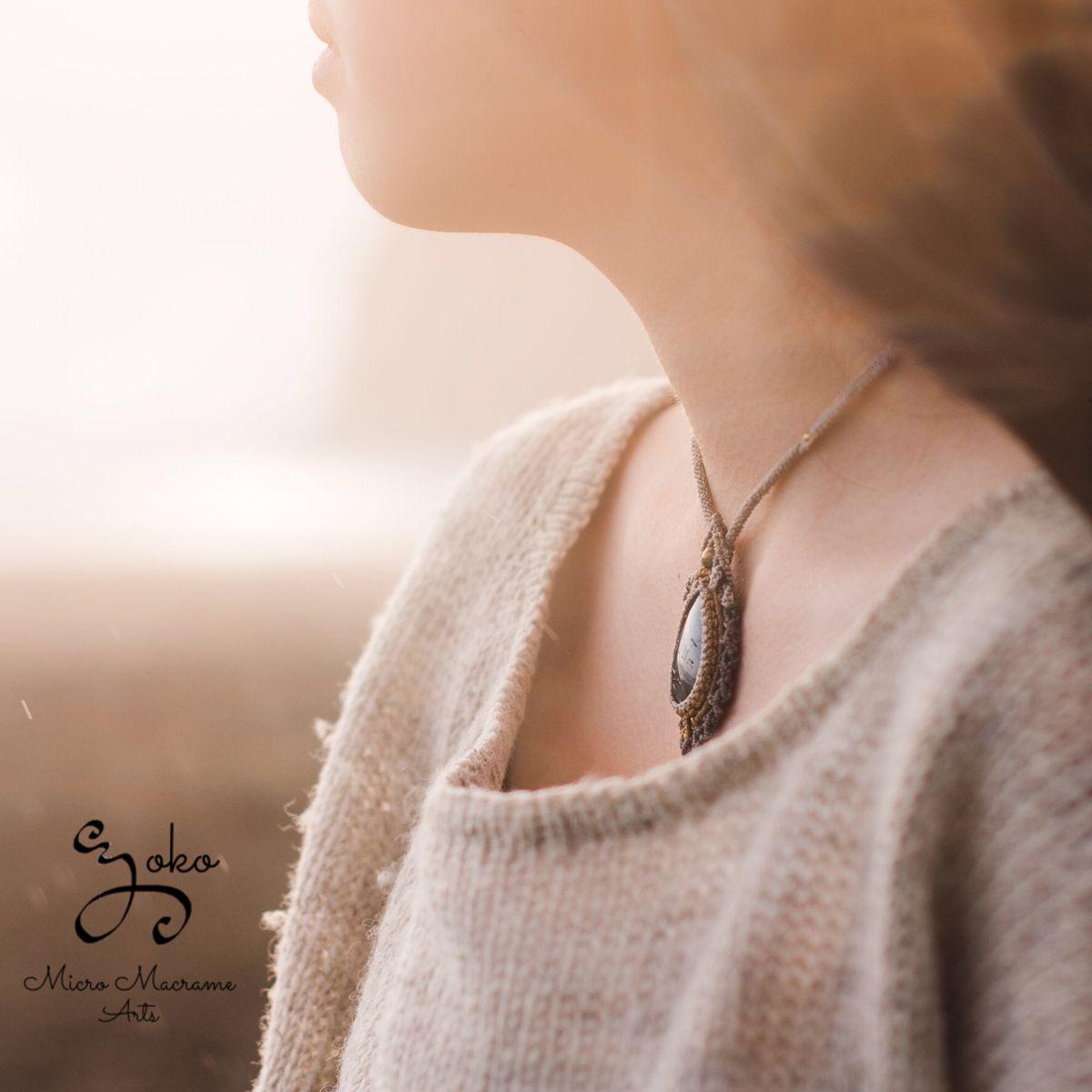 #macramejewelry #micromacrame #labradorite #crystal #necklace #jewelry #art #photography #マクラメ #ネックレス #ラブラドライト #天然石