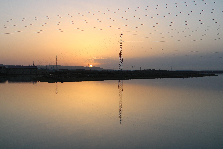 amanecer desde el puente ferroviario que cruza el rio guadalete