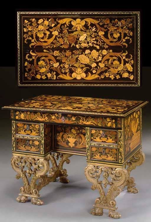 LOUIS XIV DESK WITH FLORAL MARQUETRY IN PRECIOUS WOOD. Attributed to Pierre Gole (1620-1684) – Bureau brisé, époque Louis XIV – from a private collection.