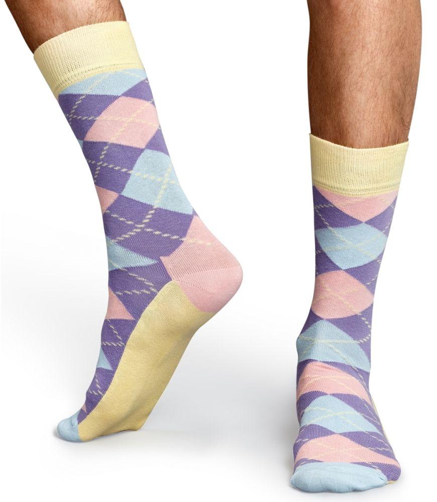 Happy Socks machen Sie und Ihre Füße glücklich - durch farbenfrohes Design und hohe Verarbeitungsqualität!  Sie sehen nicht nur gut aus, sondern bieten, dank Fertigung aus bester gekämmter Baumwolle, auch ein sehr angenehmes Tragegefühl. Farbe: Lila, Mehrfarbig. Für weitere Infos: http://www.boxxers.de/Happy-Socks-Socke-Argyle-021