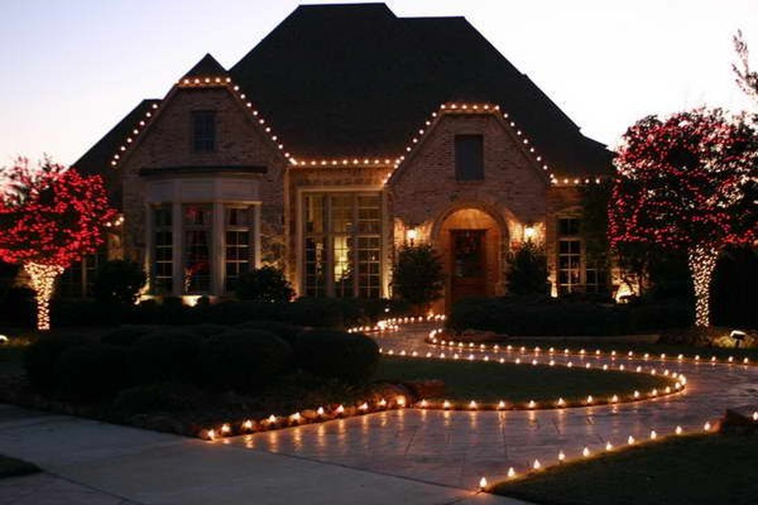 35 stunning christmas lights decor ideas on house exterior on classy backyard design ideas may be you never think id=56309