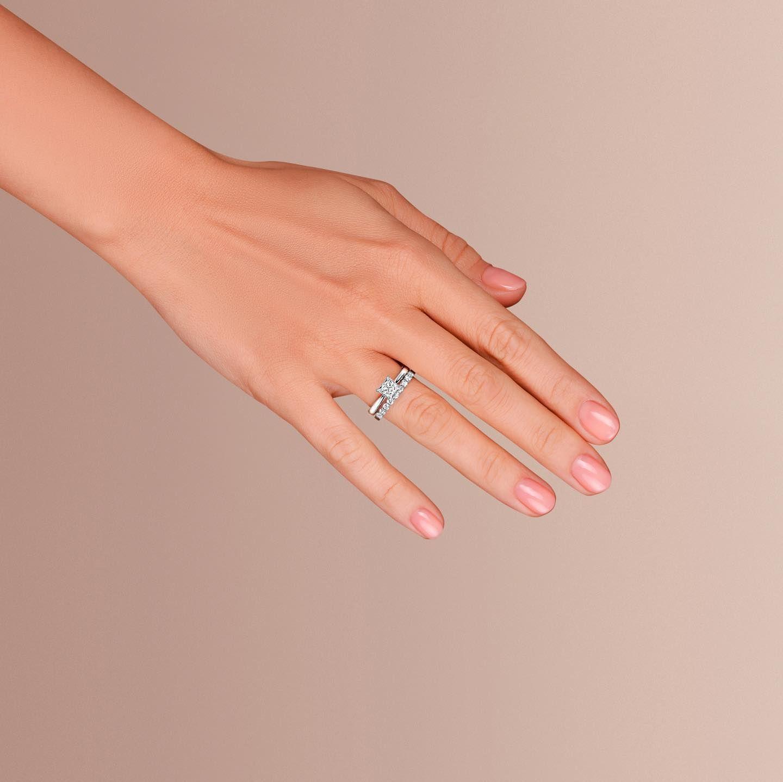 Net Luchshe Ukrasheniya Dlya Zhenskoj Ruki Chem Kolco Na Bezymyannom Palce Podarite Svoej Zhenshine Dostojnoe Brilliantovoe Kolco La Vivion In 2020 Jewelry Rings Fashion