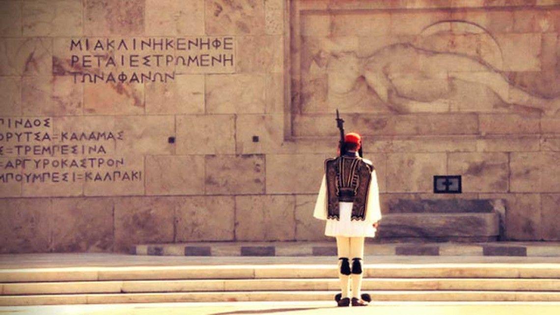 Οι Πόντιοι Αντάρτες αλλάζουν τους Εύζωνες στο Μνημείο - Προεδρική Φρουρά