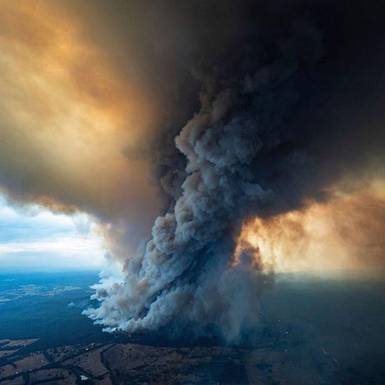 Salam Katanani سلام قطناني On Instagram استقبلنا السنة الجديدة بكارثة مناخية حرائق أستراليا لسا مشتدة من شه Pictures Of The Week New South Wales Aerial View