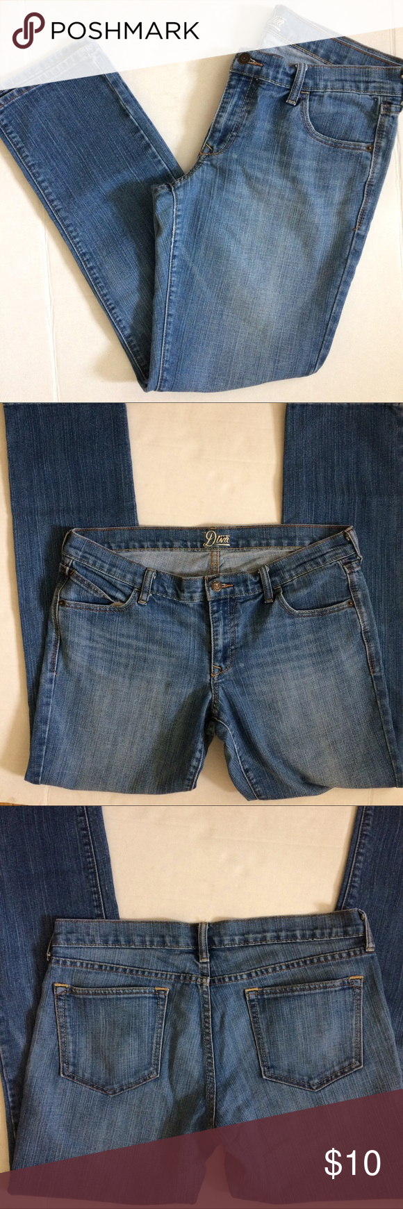 """Old Navy Diva jeans Old Navy diva jeans. Straight leg, medium wash. Size 12 Long. Inseam approx 31.5"""" waist approx 18"""" laying flat Old Navy Jeans Straight Leg"""