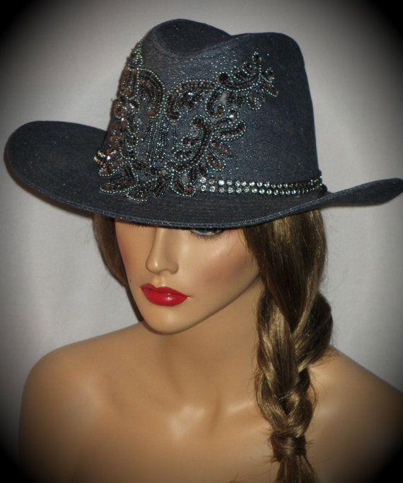 VENTE - RHINESTONE COWGIRL - Bleu Denim Glam Cowgirl Hat da795bfb5e5