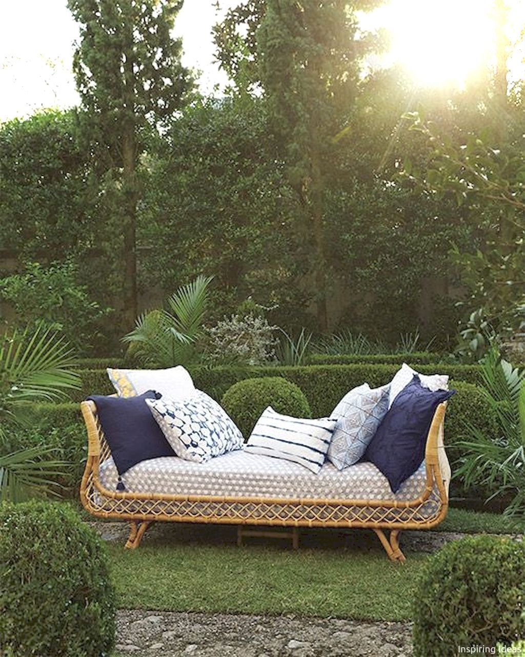 Awesome 40 Insane Vintage Garden Furniture Ideas for Outdoor Living https://decorisart.com/06/40-insane-vintage-garden-furniture-ideas-outdoor-living/ #vintagegardening