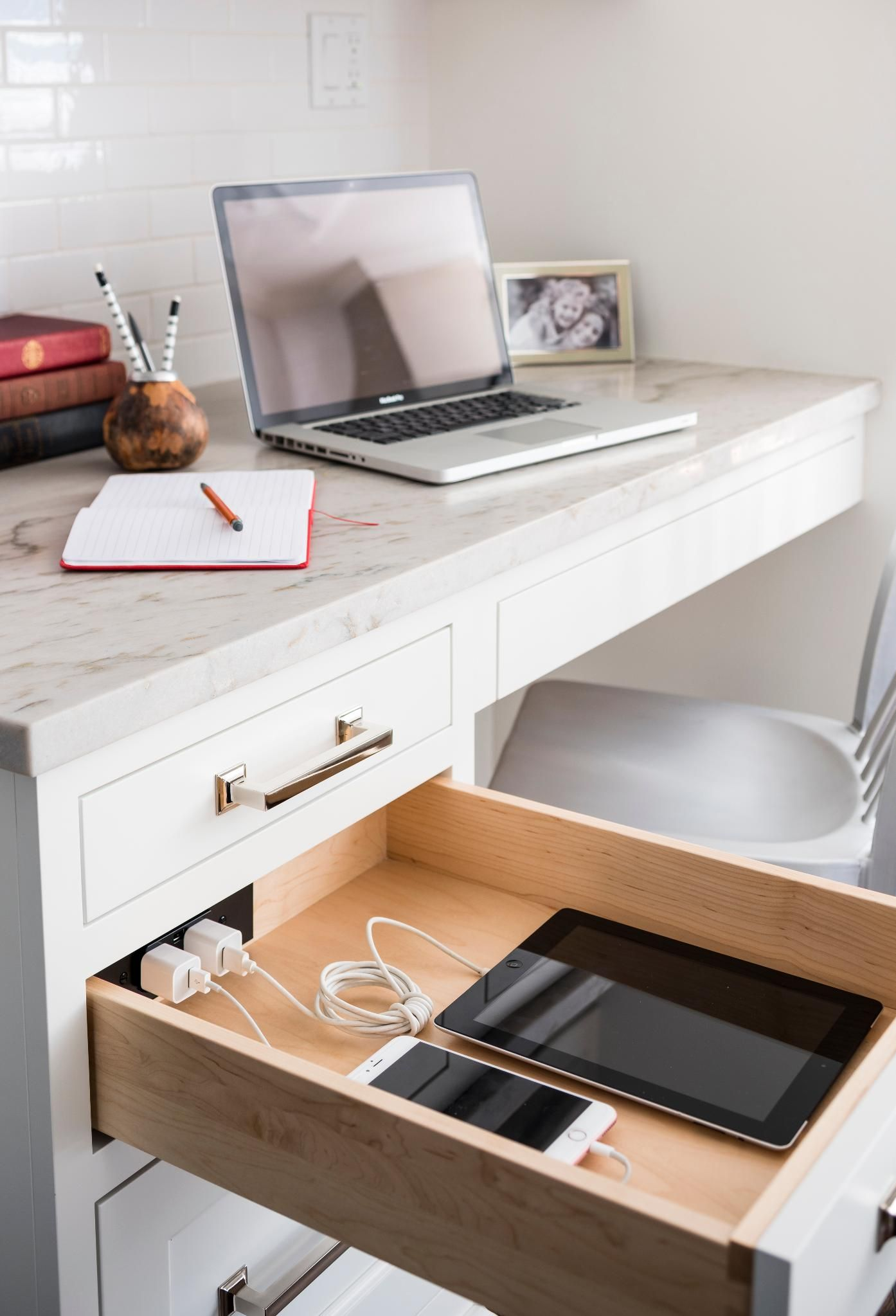 Home Office With Docking Drawer In Drawer Charging Outlets Sponsored Prostranstva Interer Kvartira
