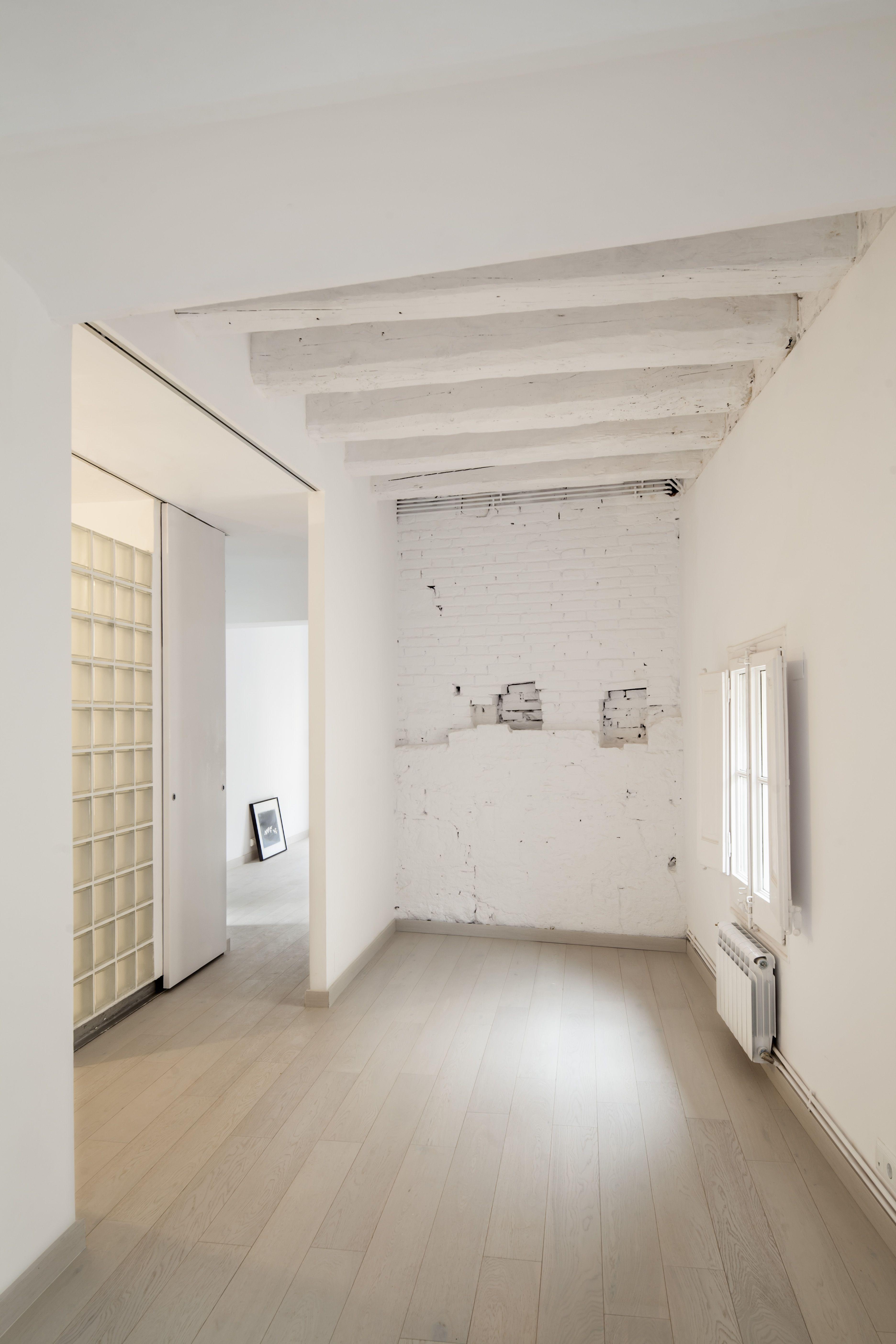 Location: Barcelona, Spain Author: Alex Gasca Zubillaga Photo: Adrià Goula Construction: ANVER SL Area: 72m2 Client: Private Date: 2014