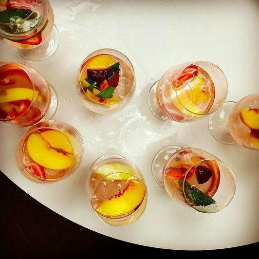 The secret to making sangria? Peaches and rosé - Chicago Tribune