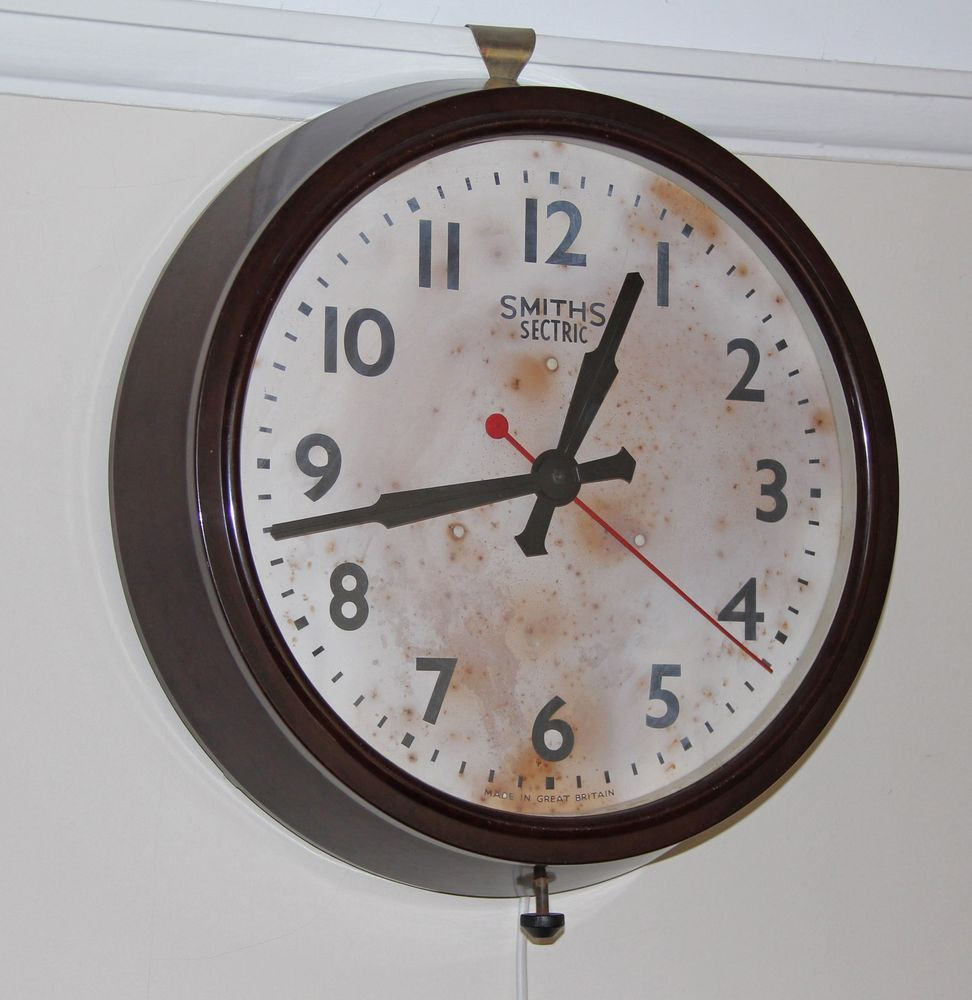Smiths sectric large bakelite electric wall clock runs well smiths sectric large bakelite electric wall clock runs well amipublicfo Image collections
