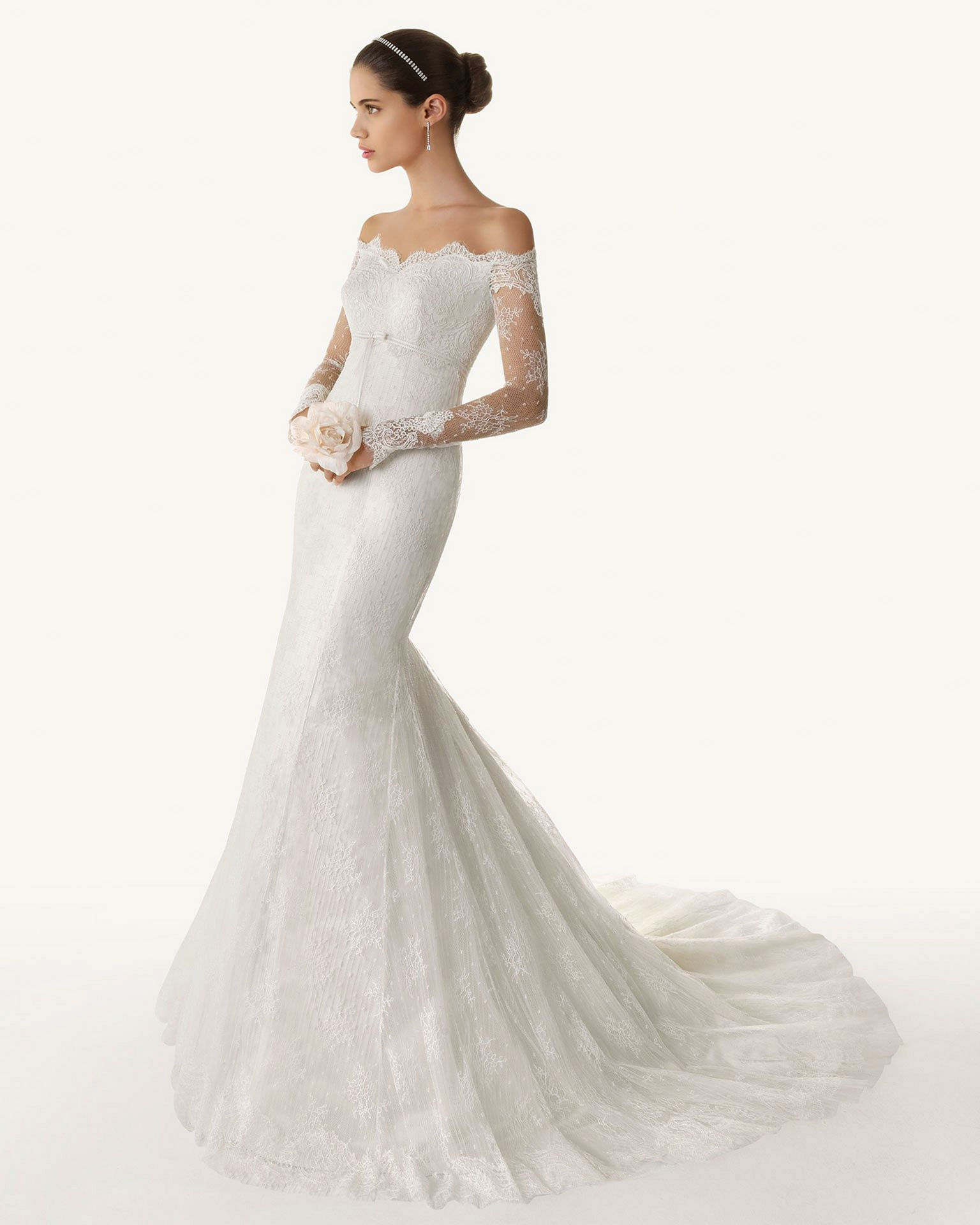 Jackie kennedy wedding dress on display   Beautiful Mermaid Wedding Dresses and Bridal Gowns For Amazing