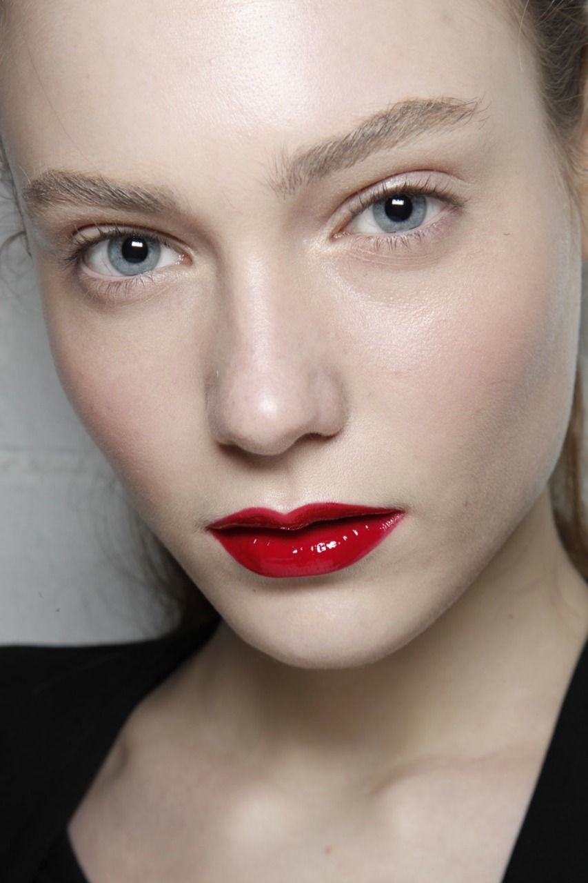 High Gloss Red Done In Such A Classy Way Glossy Lips Makeup Red