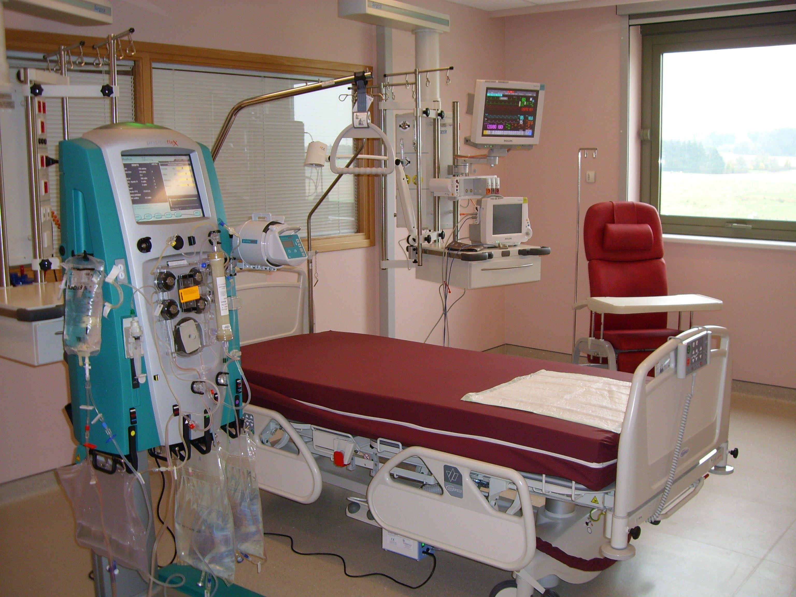 Intensive care unit room