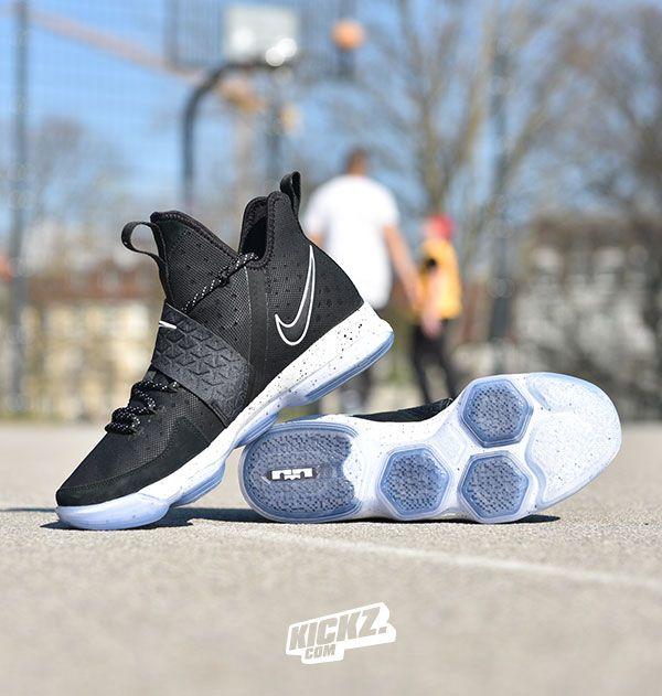EPblackwhiteiceA machine Nike Lebron XIV performance WHI29EDY