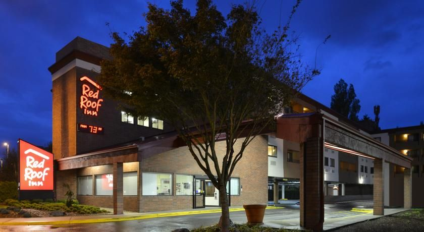 Red Roof Inn Seattle Airport - Sea-Tac SeaTac Conveniently located only 1  km away from Seattle-Tacoma Airport and 21 km from do…   Red roof, Seattle  airport, House styles