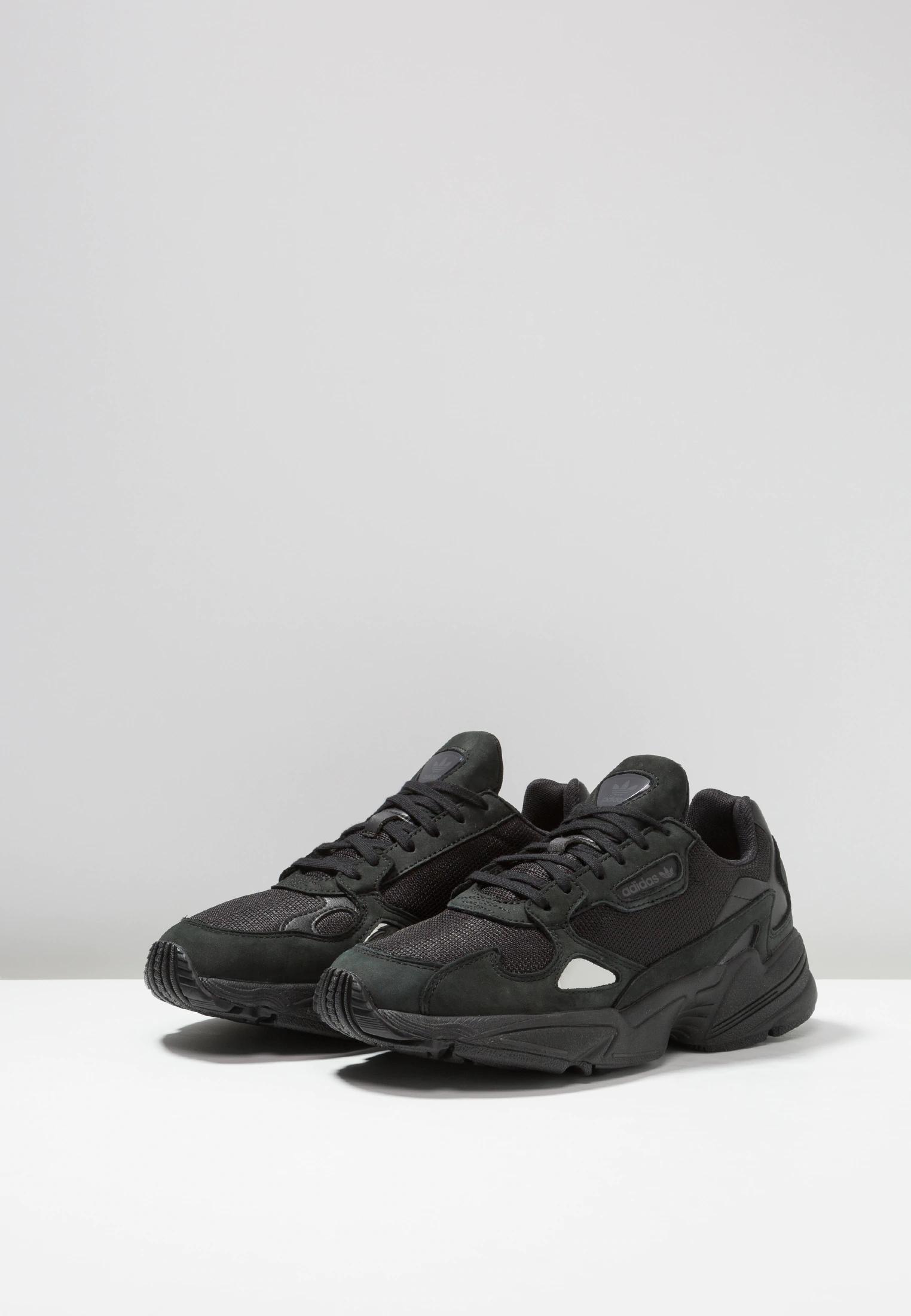adidas Originals FALCON - Sneakers laag - core black/grey ...